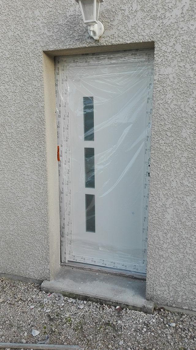 Remplacement d une porte de service bricoleur - Comment remettre une porte dans ses gonds ...